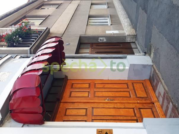 Červená železná markýzy 2x, foto 1 Obchod a služby, Ubytování, hotely | spěcháto.cz - bazar, inzerce zdarma
