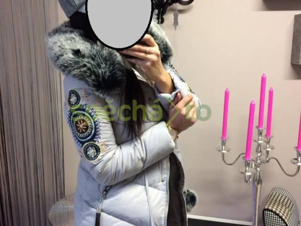 Luxusní šedá bunda kabát s mohutným kožíškem kolem kapuci ... c43aa0d14a3