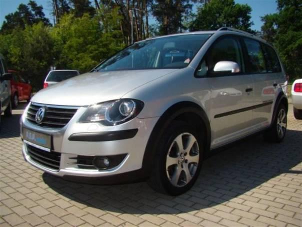 Volkswagen Touran CROSS 2,0TDI 103kW NAVI servis, foto 1 Auto – moto , Automobily | spěcháto.cz - bazar, inzerce zdarma