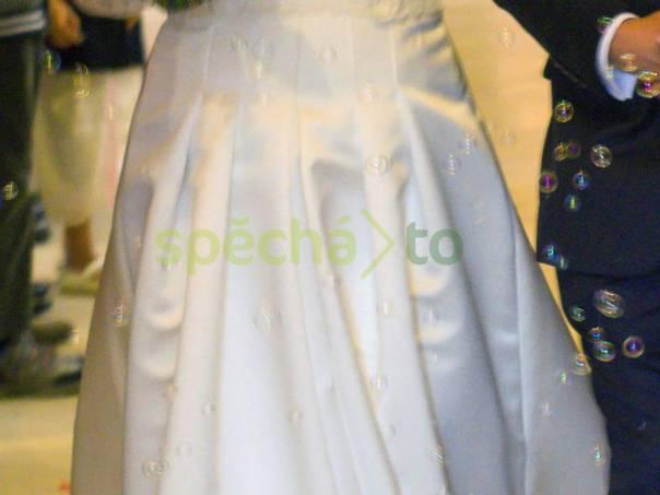 Saténové svatební šaty s dlouhou vlečkou a krajkovou jupkou, foto 1 Dámské oděvy, Sukně, šaty | spěcháto.cz - bazar, inzerce zdarma