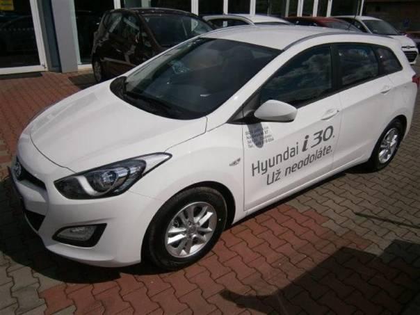 Hyundai i30 1.6 CVVT  TRIKOLOR KOMFORT, foto 1 Auto – moto , Automobily | spěcháto.cz - bazar, inzerce zdarma