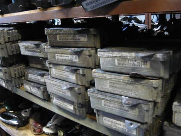 Chrysler Grand Voyager PCM počítač motoru, foto 1 Náhradní díly a příslušenství, Osobní vozy | spěcháto.cz - bazar, inzerce zdarma