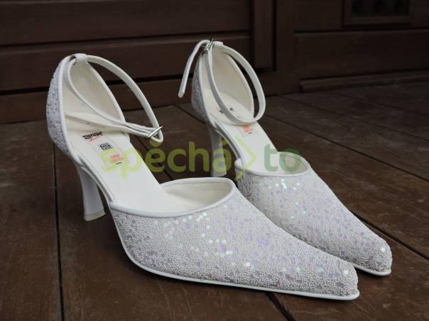 25ee66082d5 Bílé společenské boty