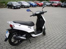 Tweet 125 - bílá , Auto – moto , Motocykly a čtyřkolky    spěcháto.cz - bazar, inzerce zdarma