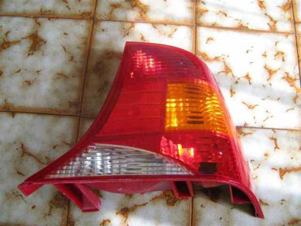 Ford Focus PZ světlo - sedan, foto 1 Náhradní díly a příslušenství, Osobní vozy | spěcháto.cz - bazar, inzerce zdarma